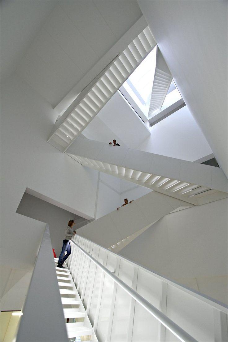8 Tallet, staircase, interlocking, white, atrium