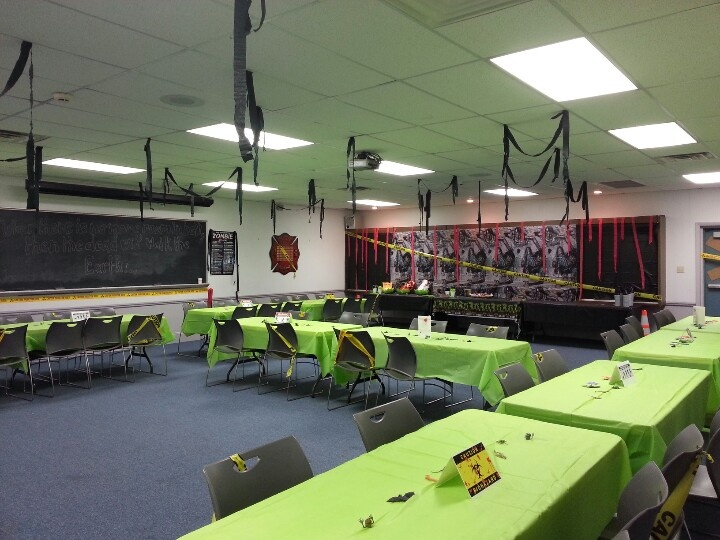 21 best images about zombie party on pinterest zombie for Decoration zombie