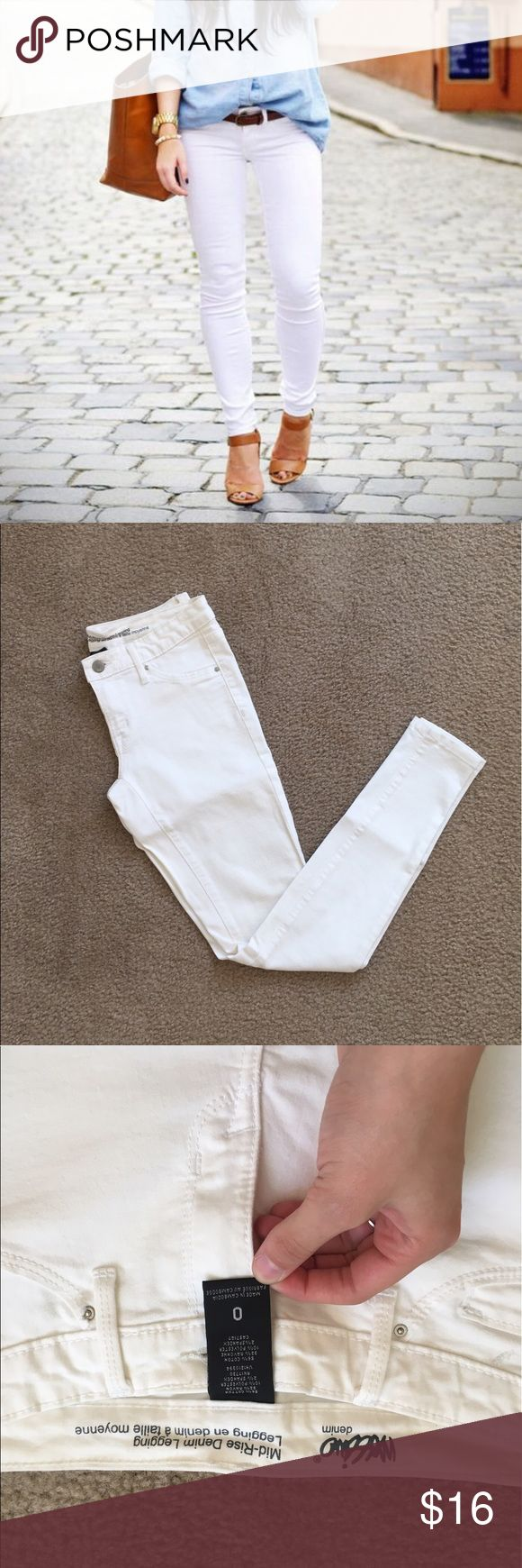 White Skinny Jeans NWOT Size 0 white NWOT jeggings from target. Mid rise, no flaws. These pants are the perfect staple for a bright summer outfit; pair these with a bright tank top and strappy sandals for an adorable outfit. Open to offers; bundles discounted! I ship daily - excluding Sundays and holidays - and I store items in a smoke free, pet free environment. Mossimo Supply Co. Jeans Skinny