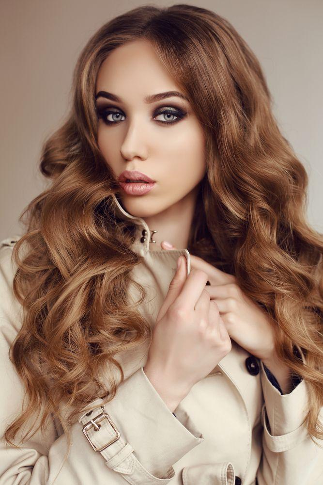 Haarkleuren 2017: ontdek hier de mooiste haarkleuren voor vrouwen voor 2017 en 2018. De vorige jaren zagen we enkele haarkleurtrends opkomen zoals de balayage haarkleuren, ombre haarkleuren en sombre haarkleuren (dat staat voor soft ombre haarkleur) en net in die stijl worden de haarkleuren 2017-2018 helemaal verdergezet. Hét woord voor de komende seizoenen: natuurlijk. De…