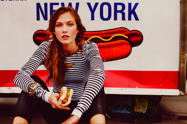 hot dog.: Karliekloss, Guys Aroch, Karlie Kloss, Hotdogs, Free People, New York, Carboxylic Block, Black Pants, Hot Dogs