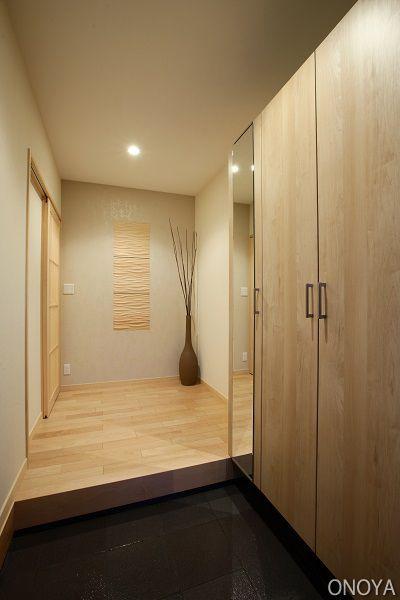 玄関」は家の顔!物が多くてもスッキリ片付く、おすすめ収納3選 使用する材料や収納の大きさを自分のライフスタイルに合わせて考えることができ収納量はもちろん、デザインも世界にひとつの玄関収納を作ることができます。