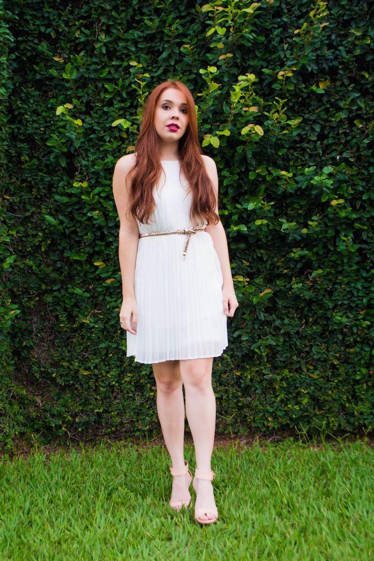 Look do Dia: Vestido branco Plissado com Sandália rosa. Vestidos da  Loja Digbest  #ootd #dress #vestido #branco #plissado #Pleated #lookdodia #fashion #moda #ruiva #fashionista #blogdecotti
