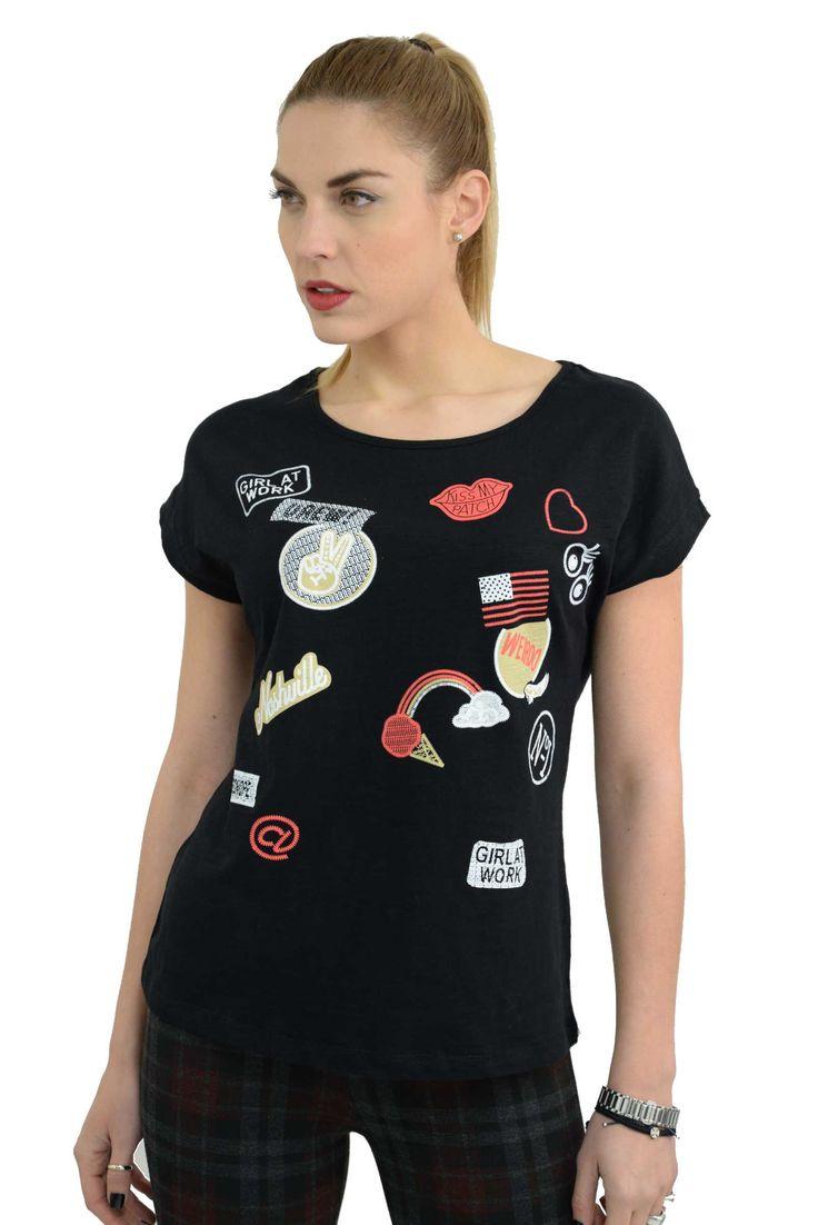 Γυναικείο βαμβακερό t-shirt με κοντά μανίκια και στάμπες.Το ύφασμα του είναι εξαιρετικής ποιότητας ελαστική βαμβακερή φλάμα.