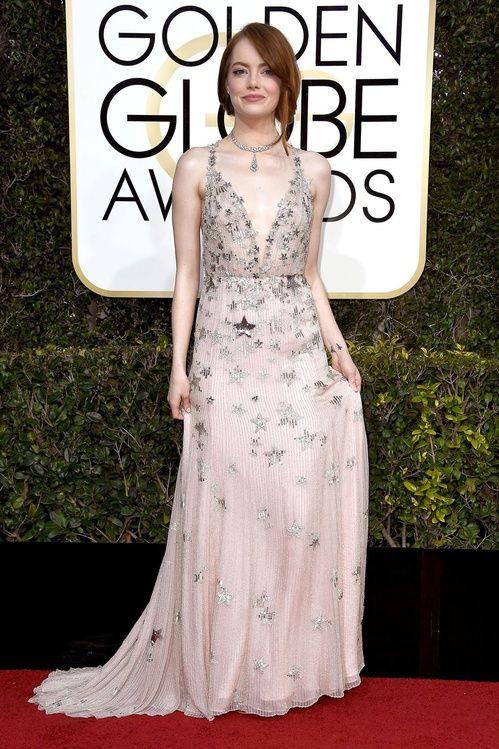 Emma Stone en Valentino et bijoux Tiffany & Co., sacrée Meilleure Actrice dans une comédie pour La La Land