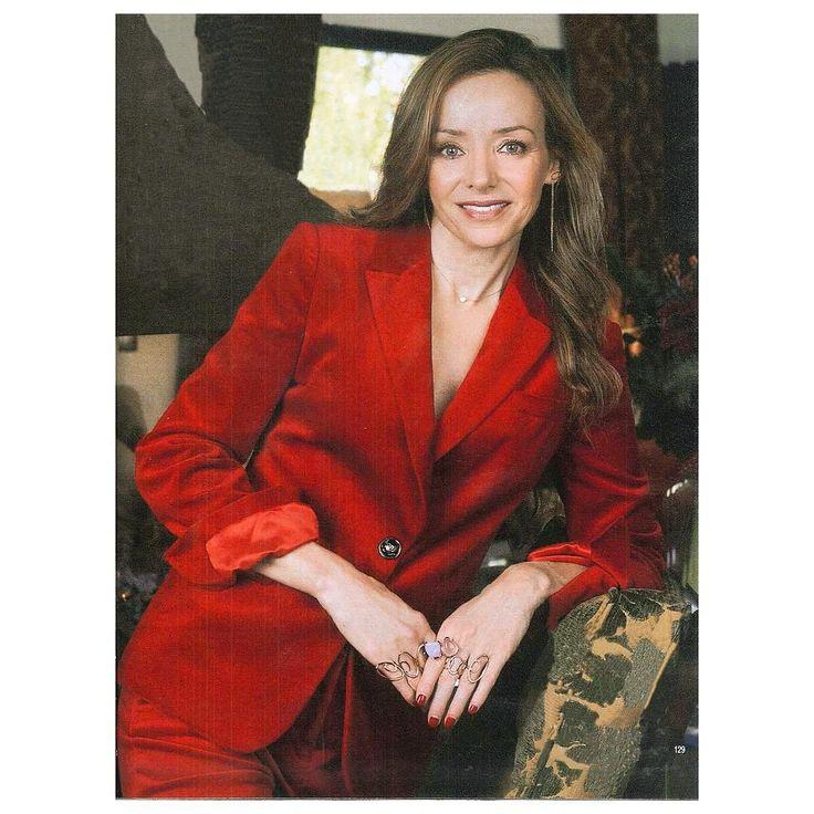 Estás buscando un look 24h? Échale un vistazo al traje de terciopelo #rojo #madeinmirto que lleva Miriam de Ungria en la @holacom fantástica! #blancaunzueta #jesuscarrero  www.mirto.com  #moda #mujer #madrid #shooting #work #style #stylist #t #fw15 #instafashion #instamood #like #love #look #smile #shooting