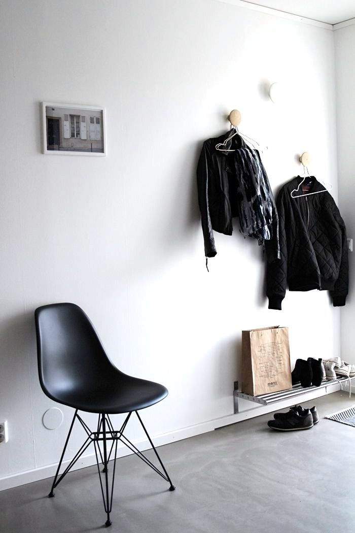 Via J. Levau | Hallway | Black and White | Muuto the Dots | Eames