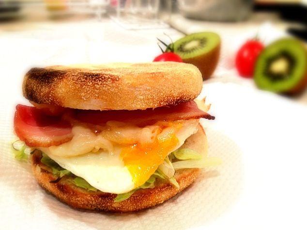 Hi from Virginia. Thanks you for following me. Its morning here and this sandwich looks great! - 143件のもぐもぐ - チーズベーコンエッグマフィン★Cheese bacon and eggs Muffin by ***