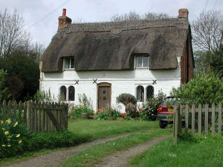 English thatched cottage fairytale cottages for Country garden designs ireland