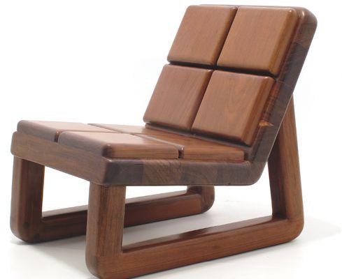 """A poltrona Borges, de Zanini de Zanine. Cadeiras para sentar ao estilo """"largadão"""" brasileiro."""