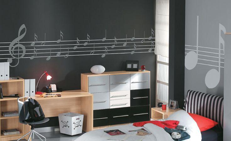 Ζωγραφική στον τοίχο δωματίου εφήβου σε έντονο άσπρο - μαύρο, με θέμα τη μουσική. Δείτε περισσότερες ιδέες διακόσμησης για το παιδικό ή εφηφικό δωμάτιο στη σελίδα μας www.artease.gr