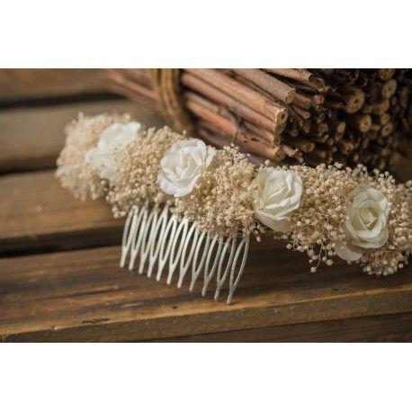 Semicorona de comunión de flores de tela blancas y paniculata beige tostado. Hecho a mano.