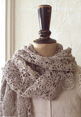 So wish I could crochet...I would make this and give it to myself as a Christmas gift.......linen crochet shawl
