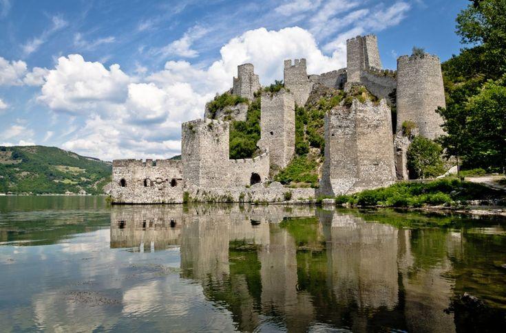 Cetatea de pe malul drept al Dunării