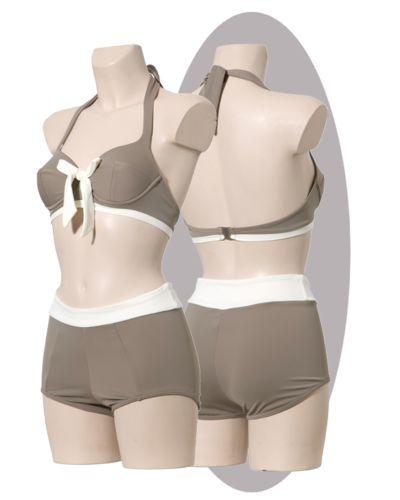 Taupe grijze bikini, met ivoorkleurige strik en shorts met band.