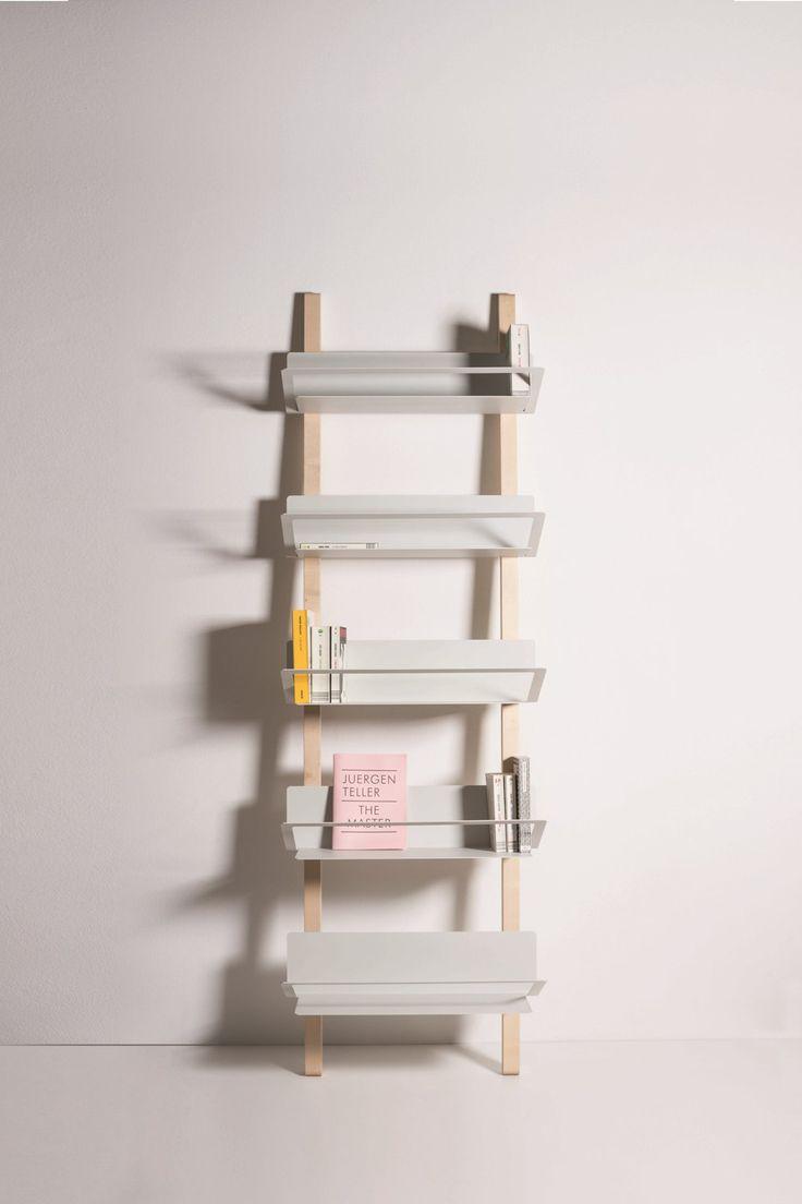 Libreria Davis con mensole colore bianco. Disegnato da Paolo Dell'Elce per Danese Milano.