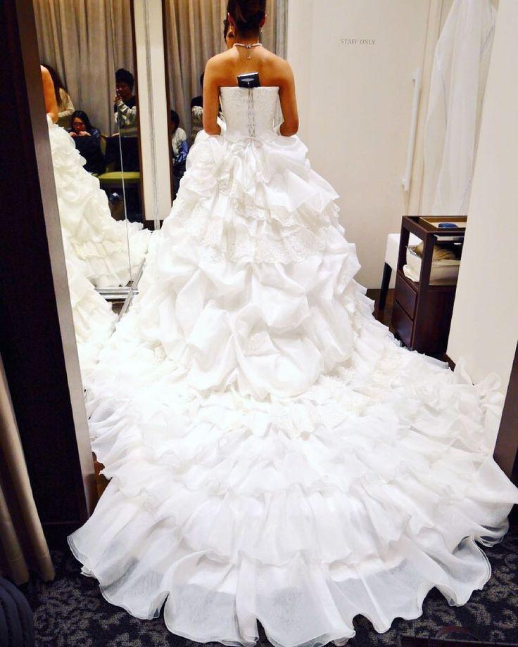 結婚式の準備が楽しすぎる 衣装合わせが1番楽しい たくさん可愛いドレス着れて幸せ 早く結婚式したいっ   #結婚式#ウエディング#ドレス#ディズニー#ミラコスタ#綺麗 な#ウエディングドレス が#いっぱい で#迷っちゃう#衣装合わせ が#1番#楽しい#幸せ#早く月になってほしい#楽しみすぎる#ディズニーフェアリーテイルウエディング#wedding#dress#bride#bridal#disney#miracosta#happy by mzmz0802