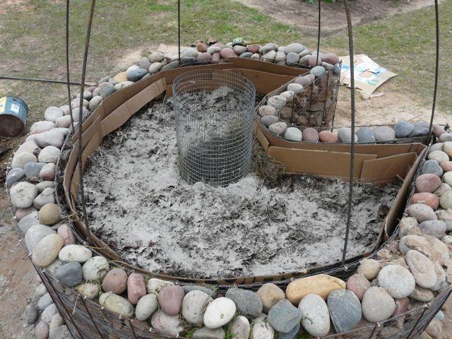 Natural stone keyhole: Gardens Ideas, Desert Gardening, Keyhole Gardening, Natural Stones, Gardens D I Y, Gardens Diy, Keyhole Gardens, Stones Keyhole, Gardens Glories