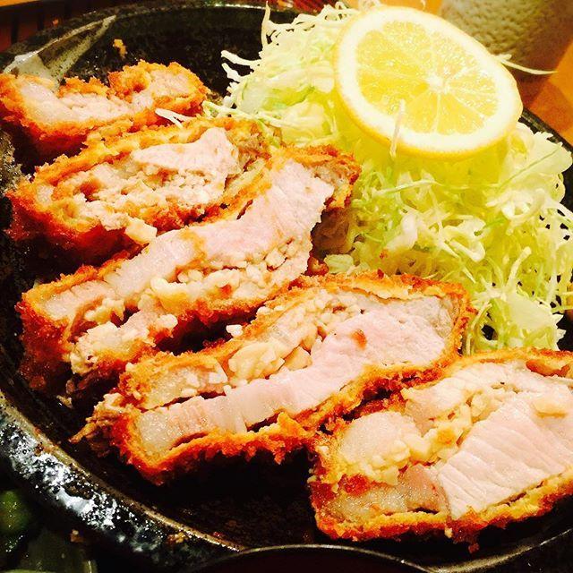 🎈34週末連続 💪俺の力めし🐷にんにくとんかつ🐽最近肉がこっちを向いて笑ってます❣ ・ #とんかつ #tonkatsu #豚 #肉 #pork #🐷 #gourmet #グルメ#にんにく #ニンニク #💕 #おいしい #定食 #夕食 #instafood#instadaily #instagood #美味しい #旨い#dinner #delicious #調布 #garlic #good #いいね #👍 #❤️#nice #😋 #豚珍館