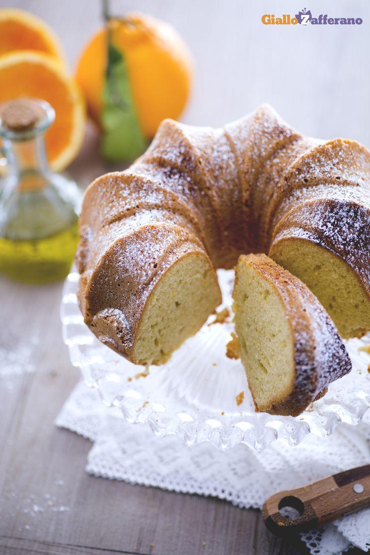 L'olio al posto del burro dona una consistenza perfetta e una morbidezza irresistibile a questa #ciambella (olive oil bundt cake), anche dopo qualche giorno dalla preparazione. #ricetta #Giallozafferano #italianfood #recipe #donut #cake