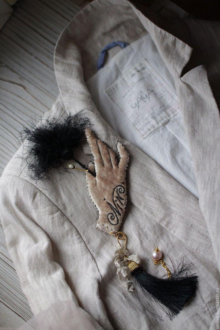 """Купить Вышитая брошь """" Velvet hands"""" - комбинированный, винтаж, бархат, кисть, брошь с кистью"""