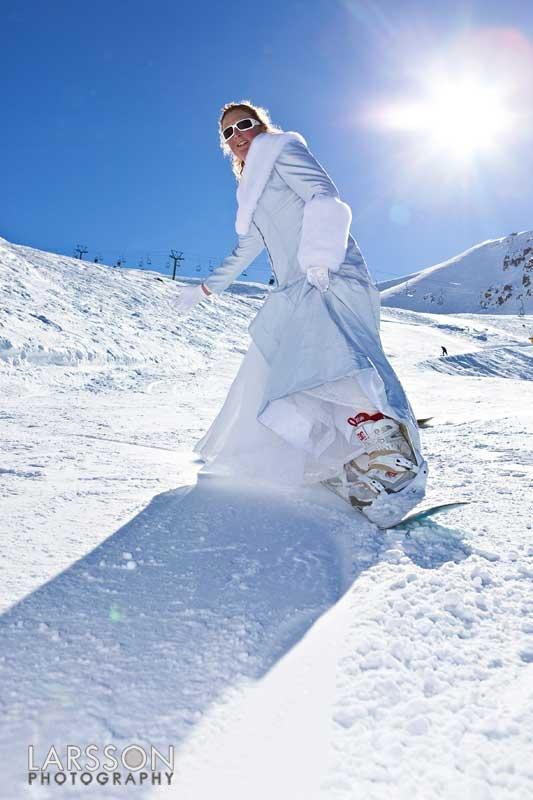 Mooie foto van snowboard bruid!