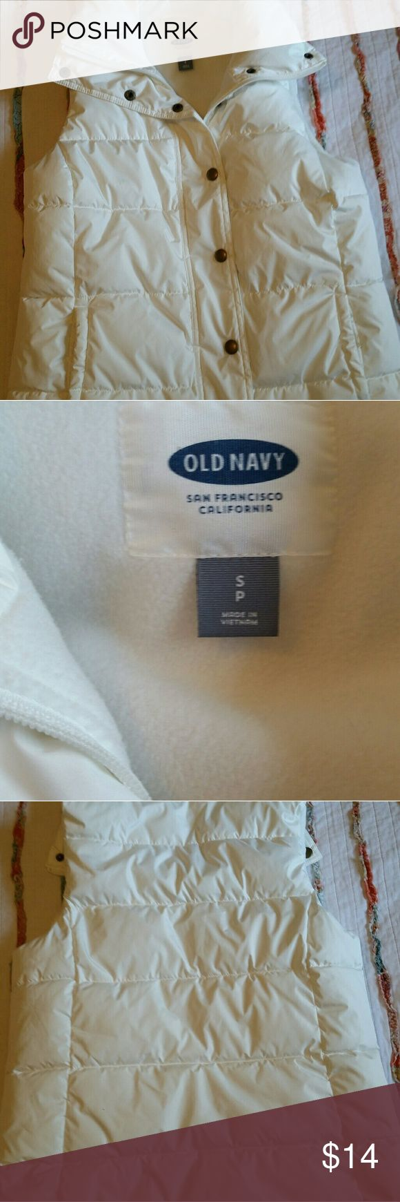 """Old Navy Fleece Lined Puffy Vest White Old Navy Fleece Lined Puffy Vest size SP, snap front with fleece lined pockets, cute, great condtion, barely wore few times - 23"""" long , 18"""" across chest Old Navy Jackets & Coats Vests"""