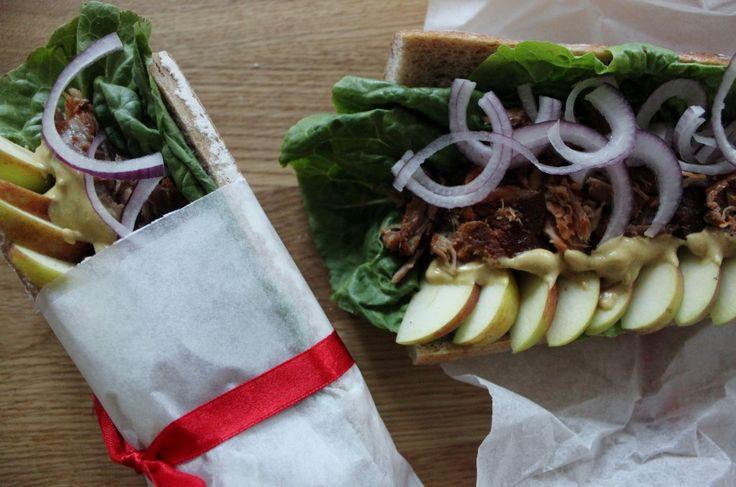 Dinkelbaguetter med pulled pork, äpple & dijon