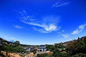ジェット気流に巻雲が伴ったジェット巻雲。形がかっこよくて綺麗