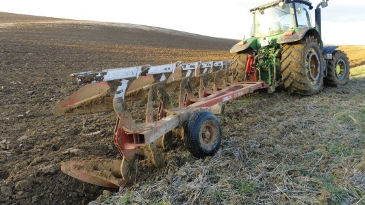 Hello all, Do you plough ? Like this picture ? Let us know ! http://www.agriaffaires.co.uk/used/1/plough.html