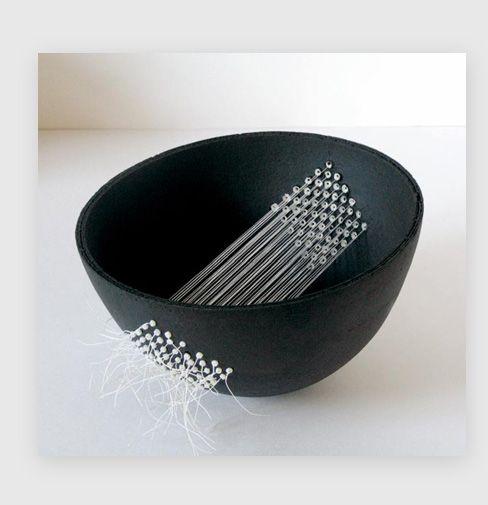 Elisabeth de Rovinelli bol en terre noire et fil de lin blanc 18x10cm