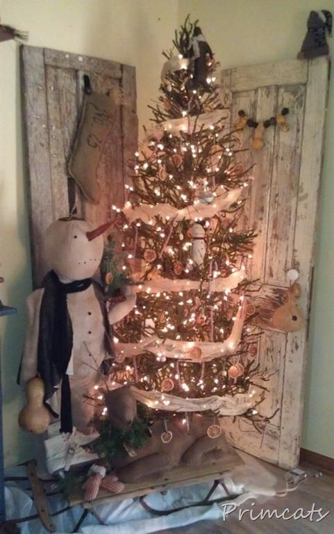 Best 25 Primitive Christmas Decorating Ideas On Pinterest Diy  - Primitive Christmas Tree Ideas