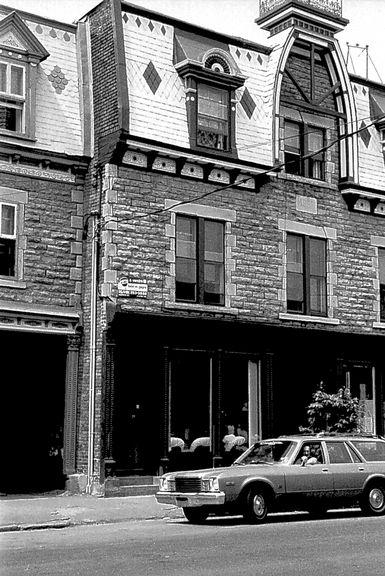 Vie de quartier : maisons de Pointe-Saint-Charles Photographie Ville de Montréal.Gestion de documents et archives © Ville de Montréal. Gestion de documents et archives (VM94-EM1481-56.1), © Héritage Montréal