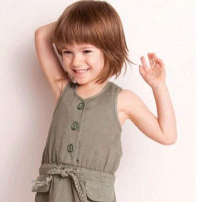 Kısa Bob Küçük Kız Çocuk Saç Modeli