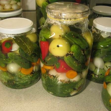 Ízletes vegyes savanyúság télre