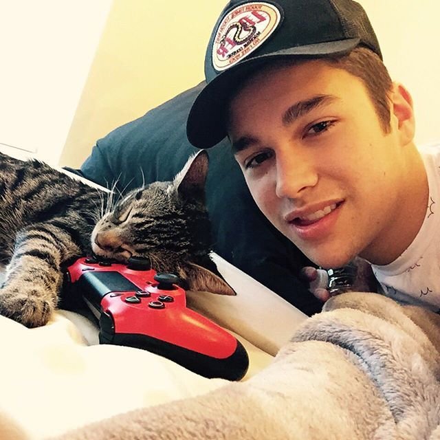 Austin Mahone @austinmahone Is that even comf...Instagram photo | Websta (Webstagram)