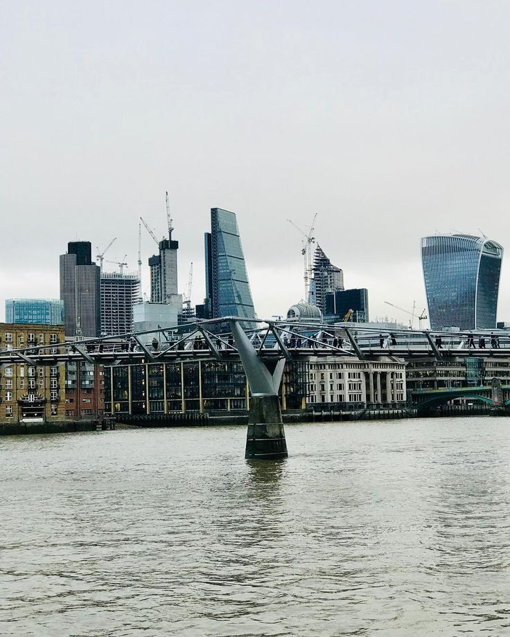 View from Tate Modern at Southbank: The Millenium Bridge and beyond - Febr.2018