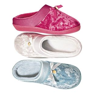 New slippers are an absolute must on Mother's Day. Available in pink, blue or white, our Velveteen Memory Foam Slippers feature super-soft memory foam with terry lining and a luxurious velvet/satin upper. Give her a little luxury this Mother's Day! •Memory foam inner and indoor rubber sole •Choose from pink, blue or white •Sizes S (5-6), M (7-8), L (9-10)