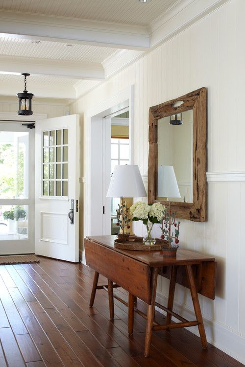 My old house is weird when you walk in the front door because it doesn't really have a designated foyer. I've kind of created a makeshift entry of sorts so it's okay. But I'm truly envious of homes with a designated space to greet guests. Here's a few entryway ideas if, like me, you're looking …