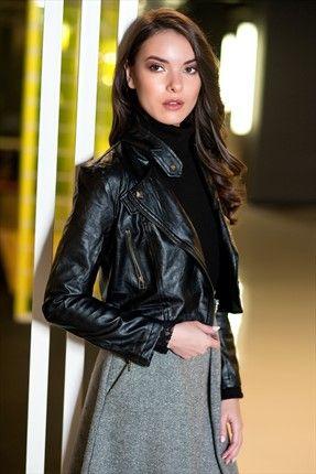 Pazar Sürprizi · Kadın Tekstil - Siyah Ceket 1006185 %42 indirimle 109,99TL ile Trendyol da