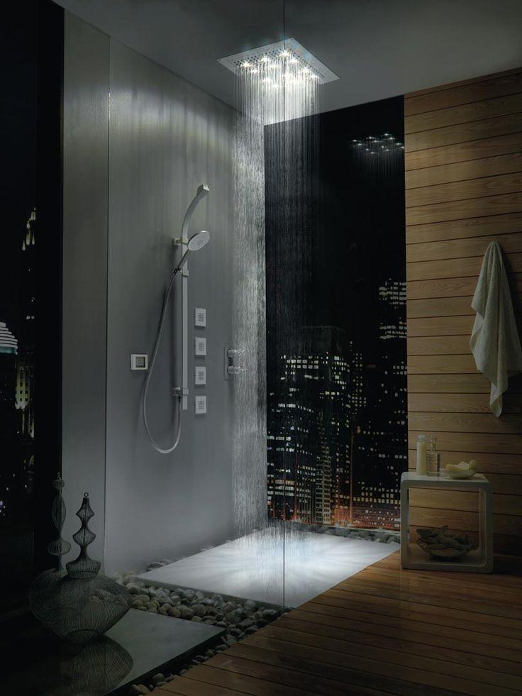 Veel mensen denken dat een regendouche veel meer water gebruikt dan een 'normale' douche. Gelukkig zijn er ook genoeg regendouches die zonder dat je het merkt net zoveel water gebruiken als een gewone douchekop.