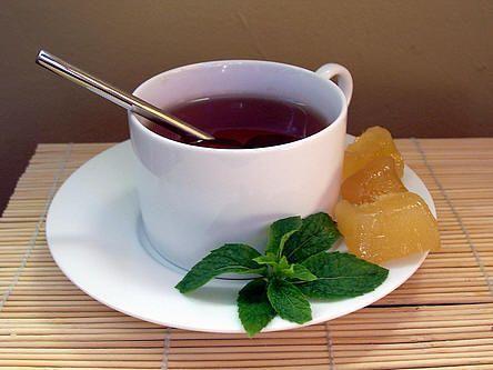 Gemberthee maken met een recept voor gezonde thee met gember - gemberthee is goed voor de gezondheid Even wennen maar echt erg lekker en gezond