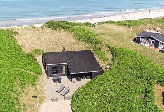 Bist du auf der Suche nach einem Ferienhaus in Ringkøbing? Buche dieses tolle Qualitätsferienhaus bei Esmark. Preise ab €459. Beginne die Ferien hier →