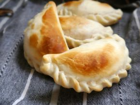 Empanadas de jamón y queso: te doy la receta (que es muy sencilla!) pero sobre todo un TRUCO para que te salgan mucho más jugosas y suaves. ¡Te va a gustar!