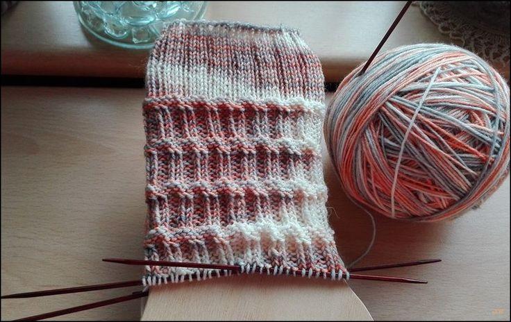 Die schiefe Socke von Pisa (deutschsprachige Anleitung) http://www.ravelry.com/patterns/library/die-schiefe-socke-von-pisa 60 G...