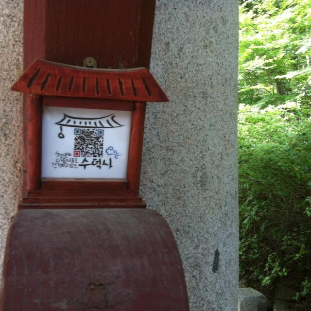 핀을 설명해 주세요...QR code of the entrance of temple