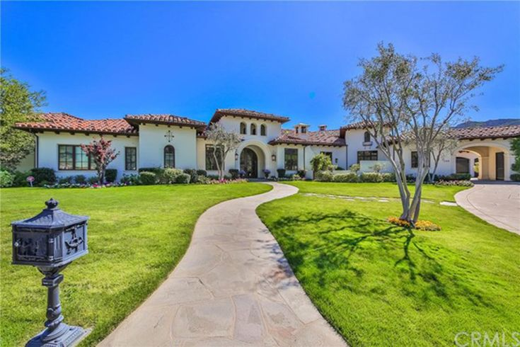 Tour Britney Spears' for-sale Thousand Oaks home here!