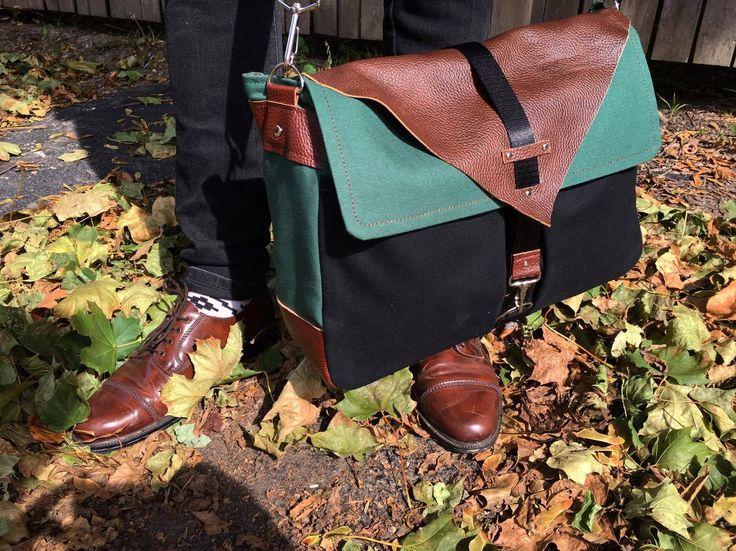 Messenger bag #sewing #sewingpattern #messenger #messengerbag #leathercraft #canvas #green #outfits
