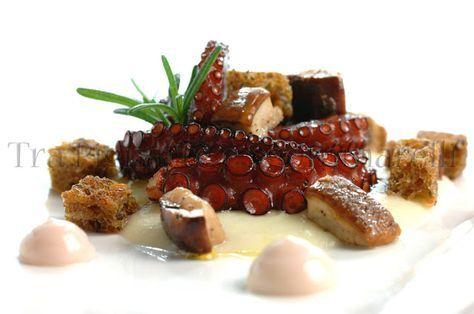 Polpo in doppia cottura, con crema di cavolfiore, porcini saltati, pane nero croccante al rosmarino e maionese di polpo alla melagrana