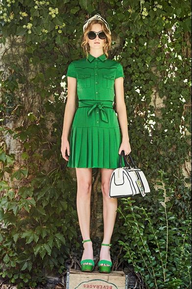Guarda la sfilata di moda Alice + Olivia a New York e scopri la collezione di abiti e accessori per la stagione Collezioni Primavera Estate 2017.